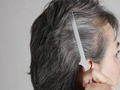 8 érdekesség az ősz hajról, amit ideje neked is megtudnod! Gray Hair Growing Out, Dying Your Hair, Grow Hair, Color Your Hair, Hair Color Dark, What Causes Gray Hair, Premature Grey Hair, Covering Gray Hair, Dyed Hair Pastel
