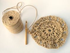 Have you noticed that natural jute decor is bang on trend right now? In this tutorial, you'll learn how to crochet the rounds and create a stunning contrast between the natural jute and metallic. Jute, Wall Hanging Crafts, Weaving Art, Diy Home Crafts, Cotton Rope, Learn To Crochet, Crochet Earrings, Crochet Patterns, Knitting