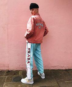 Supreme x Prada x Street style Aesthetic Fashion, Look Fashion, Urban Fashion, 90s Fashion, Fashion Outfits, Male Fashion, Fashion Vintage, Retro Fashion, Winter Trends
