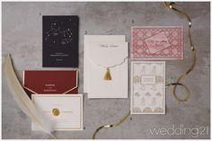[청첩장] 결혼식의 품격을 높여줄 고급 청첩장 청첩장 디자인이 날로 다채롭고 고급스러워진다. 정성이 깃든 레이저 커팅 기법에서 화려한 골드 포일, 우아한 리본 장식까지, 품격 있는 청첩장으로 결혼식의 품격을 더욱 높여볼 것.