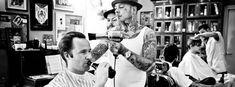 Schorem, Haarsnijder en Barbier, zijn van mening dat elke man recht heeft op een plek waar hij even man kan zijn, en daarom hebben zij besloten het oude ambacht van barbier nieuw leven in te blazen. Geen gezeik, knippen en scheren!