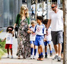 I never realized Heidi Klum had 4 kids. 2 boys 2 girls even.. she is my idol now.. hah