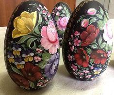 Risultati immagini per zhostovo pintura decorativa Hoppy Easter, Easter Gift, Easter Eggs, One Stroke Painting, Tole Painting, Painted Gourds, Painted Rocks, Rosemaling Pattern, Flower Bottle