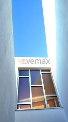 Proyecto Integral de Puertas y Ventanas en PVC-Aluminio de Seguridad  Ejecución de chalet, proyectada en la urbanización La Monacilla (Aljaraque). Instalación de todo el cerramiento exterior de las viviendas con ventanas y puertas de seguridad en PVC-Aluminio, hemos optado por uno de los acabados más exclusivos de la gama Vemax, con esto conseguimos una elegancia en el interior y modernidad en el exterior.IMG