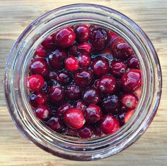 Fermenting in honey is a great way to get some probiotics in your diet. These fermented honey cranberries are a tasty treat for the holidays! Best Probiotic, Probiotic Foods, Fermented Foods, Honey Recipes, Fall Recipes, Real Food Recipes, Healthy Recipes, Healthy Drinks, Healthy Foods