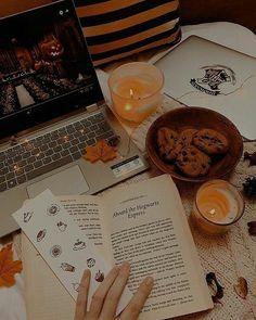 Fete Halloween, Halloween Season, Vintage Halloween, Autumn Drawing, Herbst Bucket List, Hallowen Ideas, Autumn Cozy, Fall Wallpaper, Fall Pictures