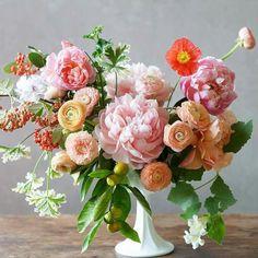 A pretty spring floral arrangement. Beautiful Flower Arrangements, My Flower, Fresh Flowers, Floral Arrangements, Beautiful Flowers, Bright Flowers, Spring Flowers, Flower Power, Orchid Flowers