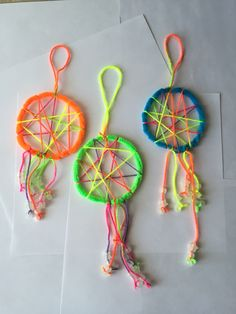 Easy dream catchers for kids!!! Made with Pipe Cleaners, string and glow in the dark beads. My 3 year old loved making these!!!