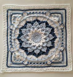 Ravelry: The Enchanted Garden Tote patroon door Courtney Laube