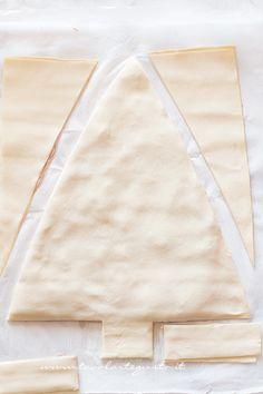 Christmas tree of puff pastry, the step by step recipe (f .- Albero di Natale di pasta sfoglia, la Ricetta passo passo (facile e veloce!) How to make the puff pastry tree – Puff pastry Christmas tree recipe - Christmas Tree Food, Mexican Christmas, Italian Christmas, Christmas Dishes, Xmas Food, Elegant Christmas, Recipe F, Antipasto, Finger Foods