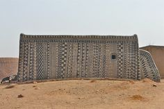Las hermosas fachadas pintadas a mano de Tibele, Burkina Faso « The WOW