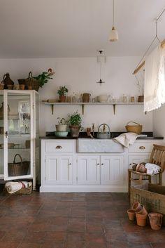 Kitchen design appointments at deVOL – The deVOL Journal – deVOL Kitchens - Modern Kitchen Decorating, Layout Design, Devol Kitchens, French Country Kitchens, Country Farmhouse, Farmhouse Decor, Country Style Homes, Modern Country Style, Cuisines Design