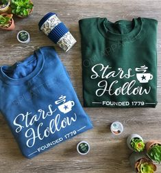 Stars Hollow Sweatshirt and Tee / Gilmore Girls Themed Sweatshirt / Gilmore Girls Pullover Crewneck Stars Hollow, Gilmore Girls Sweatshirt, Gilmore Girls Gifts, Glimore Girls, Girl Themes, Custom Clothes, Clothing Items, Stylish Outfits, Pullover