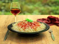 Per un buon pranzo la vostra esperta di gastronomia consiglia un piatto di pasta ben condito oppure un ottimo secondo come una bella bistecca.