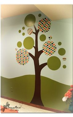 I love this DIY tree mural craft - - adhere fabric to the wall with cornstarch - peels off with no damage to the wall!