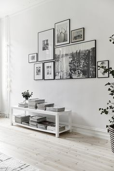 8 Tips on how to make the perfect gallery wall (Daily Dream Decor) Gallery Wall Frames, Frames On Wall, Gallery Walls, Modern Gallery Wall, White Frames, Wall Collage, Art Gallery, Travel Gallery Wall, Wall Clock Photo Frame