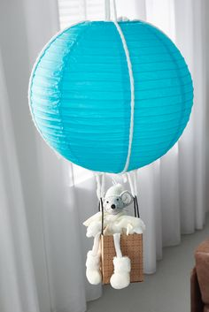 Praxis | Leuke lampoin voor Sint-Maarten, maak deze luchtballon is daarnaast ook heel leuk als versiering in de kinderkamer. Kids Rooms, Walls, Lights, Boys, Crafts, Inspiration, Home Decor, Globes, Home Ideas