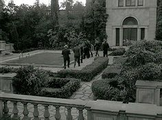 There was no pool at the mansion used in the movie Sunset Blvd. Paramount built it for the movie.