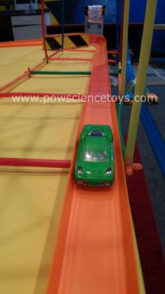 Use other toys like Straws & Connectors to build cool structures around your track layouts! Click through for more tips & pics for your Hot Wheels & Blu Track!