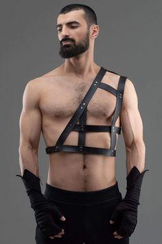 Leather Harness, Leather Men, Urban Fashion, Mens Fashion, Sword Belt, Urban People, Cyberpunk Fashion, Asymmetrical Design, Character Outfits