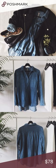 """ғʀᴇᴇ ᴘᴇᴏᴘʟᴇ ᴄʜᴀᴍʙʀᴀʏ ᴛᴏᴘ """"Turn It Around"""" chambray top from Free People. This NWT shirt is over-sized, slightly longer in the back, and has a gently faded look. This super soft relaxed fitted top is great to pair with black denim and accessories.  ‣100% ᴄᴏᴛᴛᴏɴ ‣ʟᴇɴɢᴛʜ ᴏғ ғʀᴏɴᴛ: ᴀʙᴏᴜᴛ 26"""" ‣ʟᴇɴɢᴛʜ ᴏғ ʙᴀᴄᴋ: ᴀʙᴏᴜᴛ 31""""   ✨Pet friendly home ✨Please feel free to ask any questions! ✨Reasonable offers are welcomed ✨Bundle to save more! Free People Tops"""