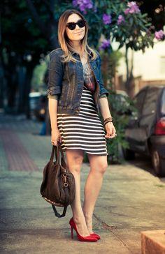 Red scarpin, stripes and jeans! Mature Fashion, Curvy Fashion, Look Fashion, Fashion Outfits, Womens Fashion, News Fashion, Professional Dresses, Stripes Fashion, Mode Hijab