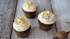 Makové cupcakes s citronovým krémem Mini Cupcakes, Food, Essen, Meals, Yemek, Eten