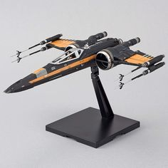 Bandai Star Wars Poe's Boosted X-Wing Fighter Plastic Kit X Wing Fighter, Star Wars Ships, Star Wars Art, Plastic Model Kits, Plastic Models, Model Ship Kits, Star Wars Models, Star Wars Comics, Last Jedi