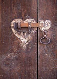Trendy Ideas For Barn Door Handles Hardware Rustic Sliding Barn Door Lock, Barn Door Locks, Sliding Door Handles, Barn Door Handles, Barn Door Hardware, Door Knobs, Beautiful Front Doors, Unique Doors, Old Wooden Doors