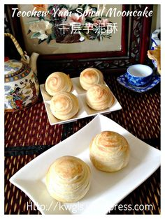 Teochew spiral moon cakes