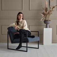 VIKKO tuoli käsinojilla - Innovation Living - Futonnetti.fi Innovation Living, Entryway Bench, Raven, Indigo, Modern, Furniture, Home Decor, Lounge Chairs, Entry Bench