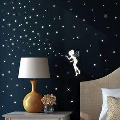 """Wandtattoo Loft Wandsticker """"Fluoreszierende Elfe"""" Fee mit Leuchtsternen und Leuchtpunkten aus nachtleuchtender selbstklebender Folie (leuchtend im Dunkeln) für einen tollen Sternenhimmel in Kinderzimmer oder Schlafzimmer Wandtattoo-Loft http://www.amazon.de/dp/B00HWTKHGY/ref=cm_sw_r_pi_dp_GUKNwb09GN8PJ"""