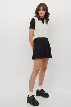 Klockad trikåkjol - Svart - DAM | H&M SE 2 Circle Skirt Outfits, Black Circle Skirts, Hm Outfits, H&m Gifts, Trending Now, Fashion Company, Neue Trends, Cool Girl, Skater Skirt