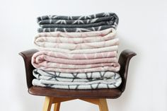 """Tagesdecken - Wolldecke """"Mountains"""", altrosa - ein Designerstück von avaundyves bei DaWanda"""