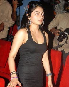 Secret Photos Of Neeru Bajwa Young Actresses, Indian Actresses, Punjabi Models, Punjabi Actress, Secret Photo, Bollywood Cinema, Girls Gallery, Beautiful Actresses, Indian Beauty