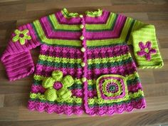 Crochetcetera e tal: Casaquinhos, vestidinhos e fofurinhas...