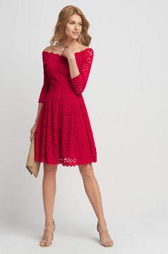 Koronkowa sukienka z dekoltem carmen