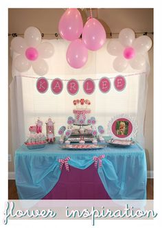 love what they did with the plastic table cover. the balloons are really cute too!