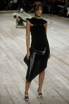 Alexander McQueen Spring 1999 Ready-to-Wear Fashion Show - Erin O'Connor