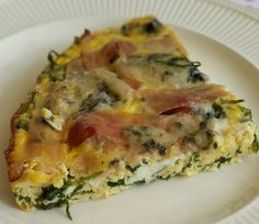 Ingrediënten voor 4 personen: - bakje cherrytomaatjes, gehalveerd - 75 gr rucola - 8 eieren - 200 ml kookroom - 150 gr bacon, in repen - 125 gr gorgonzola, in stukjes