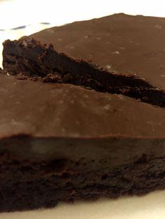 Χωρίς αλεύρι χωρίς γλουτένη κέικ σοκολάτας με σοκολάτα Ganache Glaze | Melanie Μάγειροι