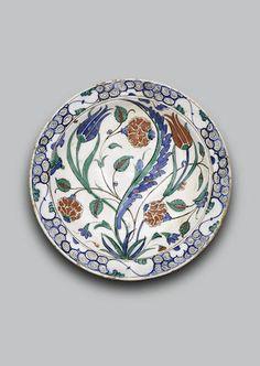 An Iznik pottery Dish, Turkey, late 16th Century