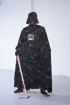 This is a life-size cardboard cut out of Darth Vader made out of rotten banana peels. And not just any rotten banana peels. They're rotten Chiquita banana Mace Windu, Star Wars Cake, Cool Pops, Darth Vader, Clone Trooper, Nerd Geek, For Stars, Disney Movies, Banana Peels