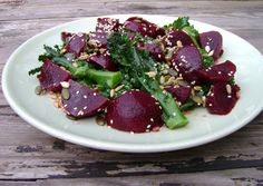 Skvělý salát z červené řepy! Zamilujete si ho! Více o receptu se dozvíte zde: https://www.facebook.com/ZdraveHubnuti/posts/738510509492726 Potřebujete zhubnout? Nyní konzultace s nutričním odborníkem za 200 Kč. Stačí kliknout: http://www.dietaprovas.cz/?utm_source=pinterest&utm_medium=wall&utm_campaign=CervenaRepa