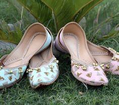 @Love 4 Jutti Pinterest: @pkaursekhon Versace, Indian Shoes, Sikh Bride, Shoes Flats Sandals, Traditional Looks, Indian Designer Wear, Shoe Closet, Fashion Flats, Anarkali