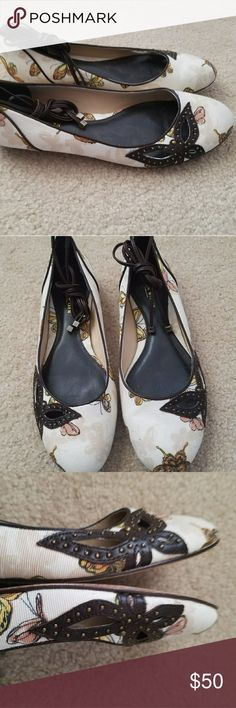 Karen Millen Floral Ankle Tie Flats Size 7 Very Good Pre-owned Condition! Canvas & Leather Ankle Tie Flats. Size 7. Fast Immediate Priority Shipping! Please visit my closest for additional designer items. Thank you. Karen Millen Shoes Flats & Loafers