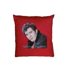 Незабываемый подарок любимому мужчине на День рождения или День защитников отечества - подушка с вышитым портретом