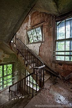 Stairway view at Ocean Vista Tuberculosis Hospital - Photographs by Matthew Christopher Murray's Abandoned America Old Buildings, Abandoned Buildings, Abandoned Places, Abandoned Castles, Abandoned Mansions, Scary Places, Haunted Places, Matthew Christopher, Abandoned Property