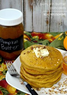 PUMPKIN BUTTER PANCAKES are one of the best ways to wake up on a cold morning! It just isn't fall in our house until we have pumpkin pancakes! I love pancakes. I love pumpkin. Pumpkin Breakfast, Pumpkin Pancakes, Breakfast Pancakes, Breakfast Time, Breakfast Ideas, Pancakes And Waffles, Poblano, Pumpkin Butter