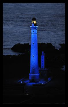 virgin island lit by Yann Kersalé, poduction blue iroise Saint Mathieu, Lighthouse Lighting, Lighthouse Pictures, Beacon Of Light, Light Of The World, Am Meer, Beautiful Places, Scenery, Places To Visit